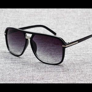 Square Shape Black/Sliver Sunglasses